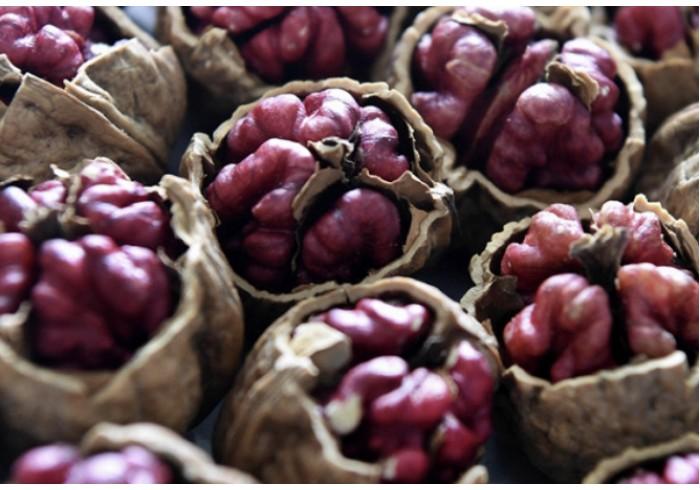 Уникальные красные орехи